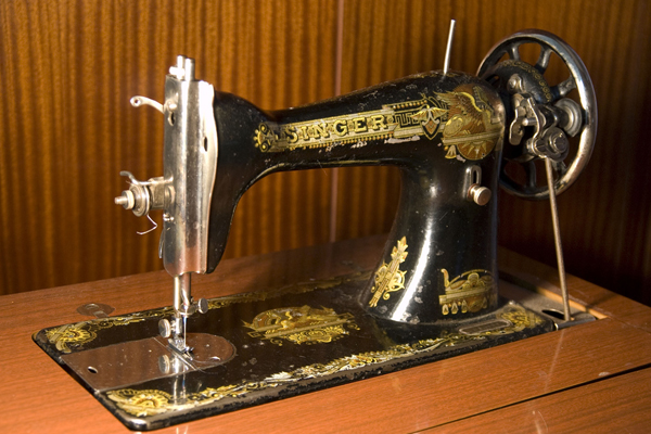 старая швейная машинка Зингер